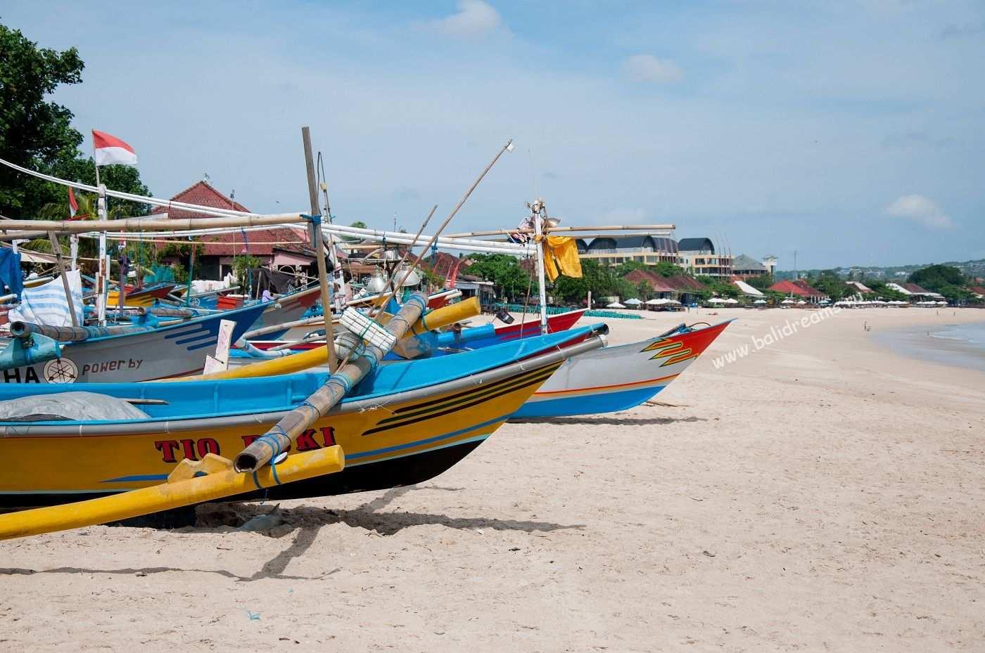 Пляж у рыбного рынка Джимбаран