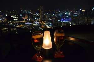 Вид на ночной Сингапур. Бар Marina Bay