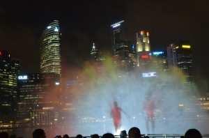 Шоу фонтанов на набережной Marina Bay Сингапур