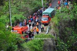 Автобус с 13 пассажирами из Китая упал в ущелье, Бали Улувату