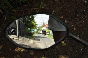 Правильное положение зеркал на байке, обзор левого зеркала