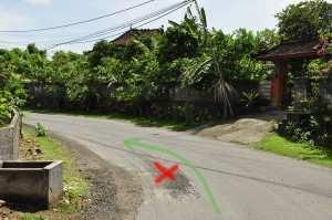 Песок на дороге, Бали