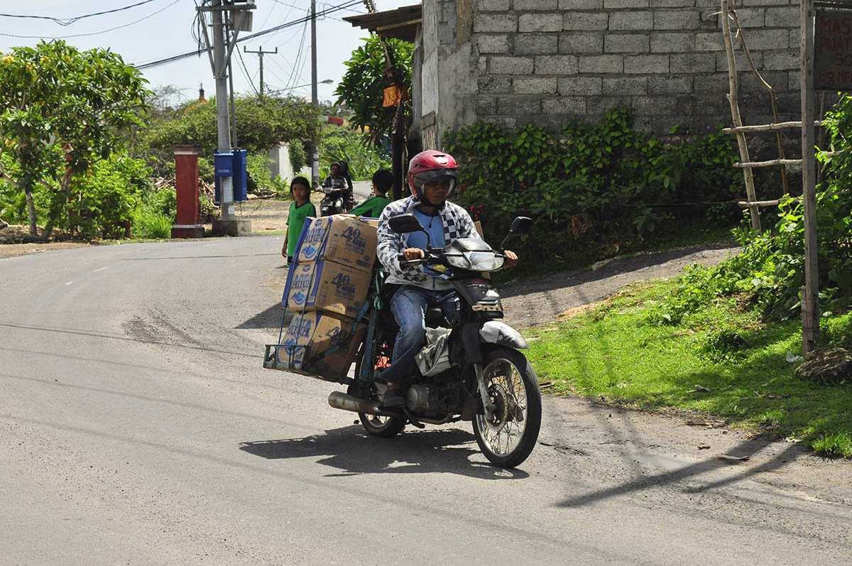 Перевозка питьевой воды и грузов на скутере