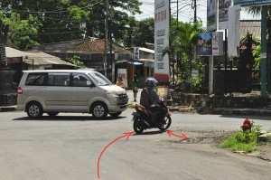 Узкие дороги, выезд на встречку на Бали