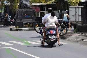 Аренда скутера, байка на Бали, как ездят в Индонезии