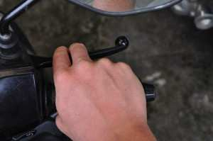 Правильное положение рук на руле