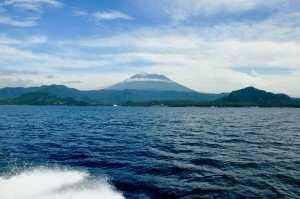 Вид со скоростной лодки на остров Бали