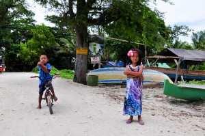 Веселые детишки с островов Гили.