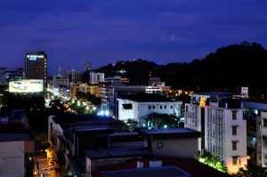 Вид ночью на Кота Кинабалу