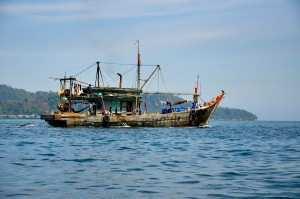 Корабль, который мы встретили по пути на остров Сапи