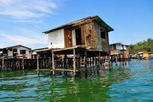 Деревня на воде вблизи города Кота Кинабалу