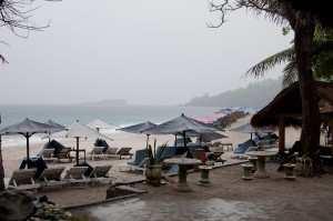 Сезон дождей. Пляж White sand beach