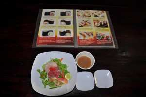 Меню и вкуснецкий салат с лососем в варунг Naruto