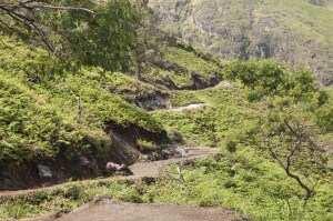 Горная тропа от кратера Иджена