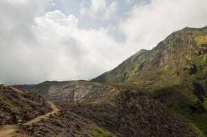 Кратер вулкана Иджен о. Ява, Индонезия