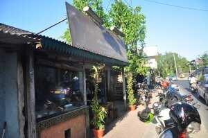 Варунг Бунана. Вид с улицы