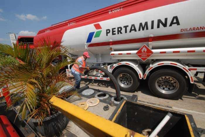 Pertamina бензин на Бали кончился, на АЗС очереди