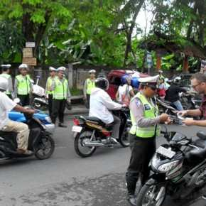 Bali-traffic-police