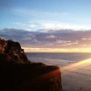 Закат на скале Улувату. Остров Бали