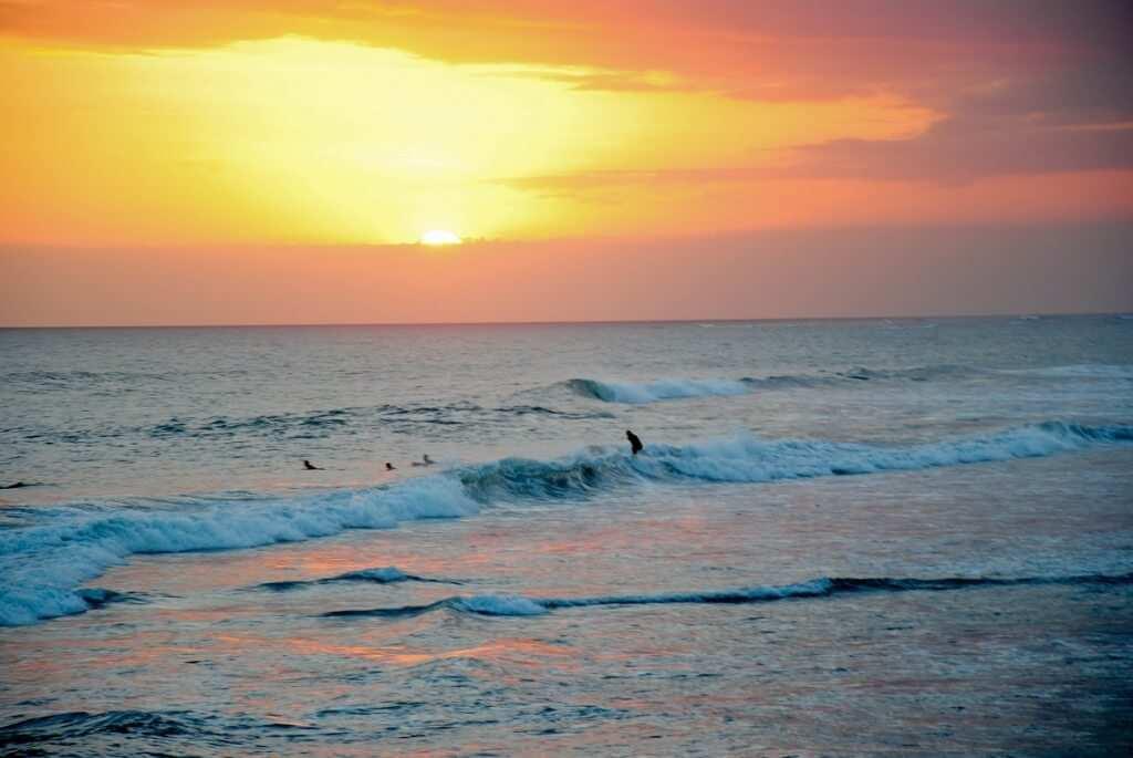 Закат на пляже Эхо бич, остров Бали
