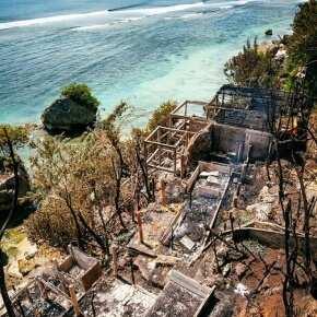 Последствия пожара на пляже Паданг-Паданг