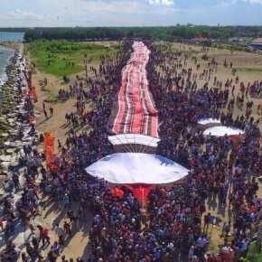 гигантский воздушный змей на бали