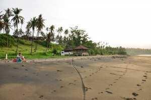 Пустынный пляж Балиан Серф Джем 2013
