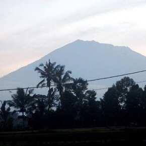 Вулкан Агунг 28 сентября 2017