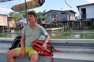 Костя на фоне морских цыган, Борнео
