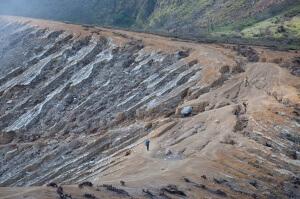 Путь к кратеру вулкана Иджен