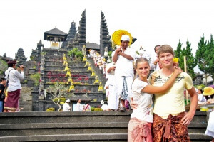 Мы у подножия Бесаких, остров Бали, Индонезия